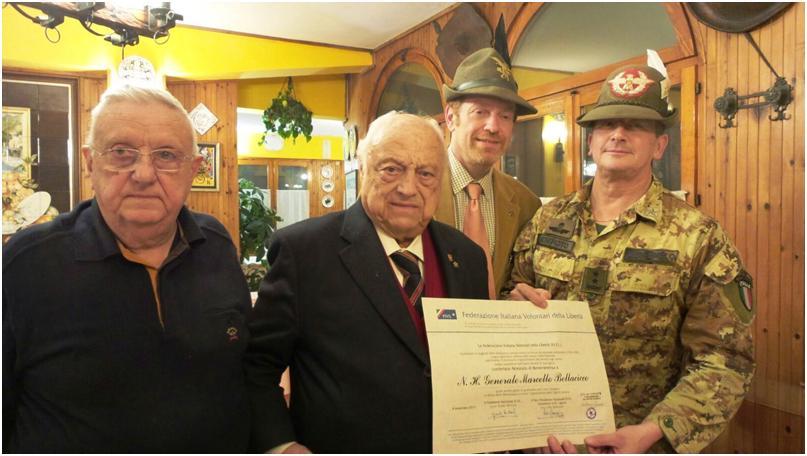 Figura 3 - Il Generale Bellacicco riceve l'attestato di benemerenza della FIVL