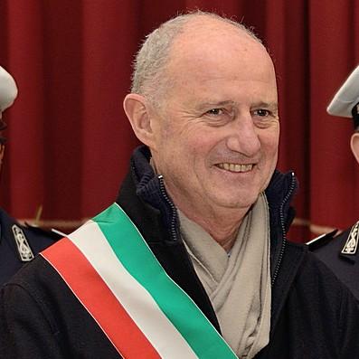 Il dr.Enzo Canepa, sindaco e imprenditore del commercio