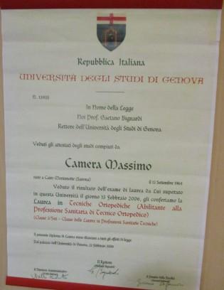 L'attestato di laurea dell'Università di Genova