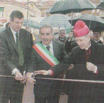 L'ex sindaco di Pietra Ligure, De Vincenzi, ora consigliere regionale Pd, l'ex presidente Burlando, il vescovo Olivieri