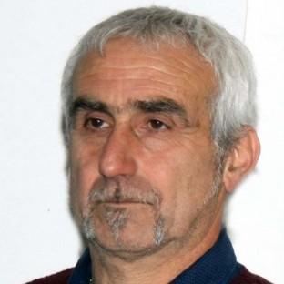 Piero Pelassa, sindaco di Mendatica, alle prese con il dopo alluvione e bravo conduttore dell'assemblea a Pieve di Teco
