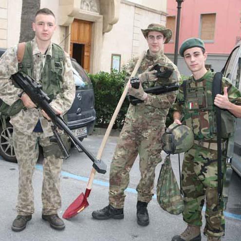 Alassio 'assediata' dai militari, per gioco