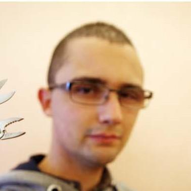 Ceriale, il collezionista di coltelli tascabili