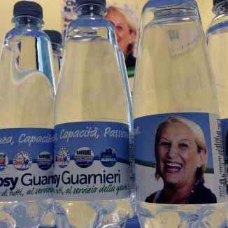 Albenga, l'acqua 'benedetta' di Rosy sindaco