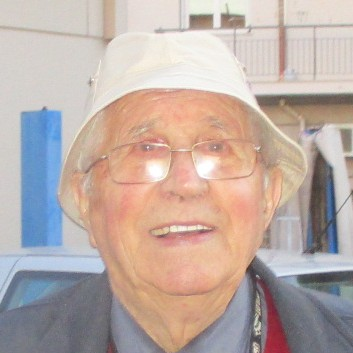 Decano dei benzinai a Savona, 88 anni, dove la benzina costa meno e non fa più notizia