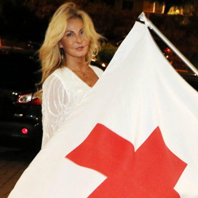 competitive price 699fb a5dc5 Alassio, beneficenza al gran gala della Croce Rossa: sfilata ...