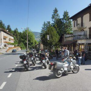 Che mondo sarebbe senza Liguria dei monti! Con bolidi a 2 ruote in pista al Colle di Nava dove la velocità si fa beffa. E Armo-Cantarana nell'agenda dei furbi