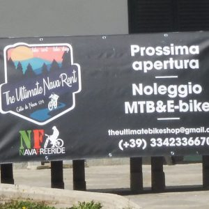 Nava vi attende con una lieta sorpresa: sabato apre il centro 'Noleggio MTB&E-bike'. Riccardo, 31 anni, ha un  attrezzato negozio a Finale e vive d'estate a Monesi
