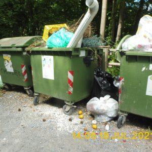 Ormea stupisce? La seconda vita dei rifiuti ingombranti. Trucioli.it sorprende lo scenografo sul fatto: Sono io l'artista